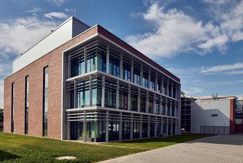 Fassade für Labor- und Bürogebäude